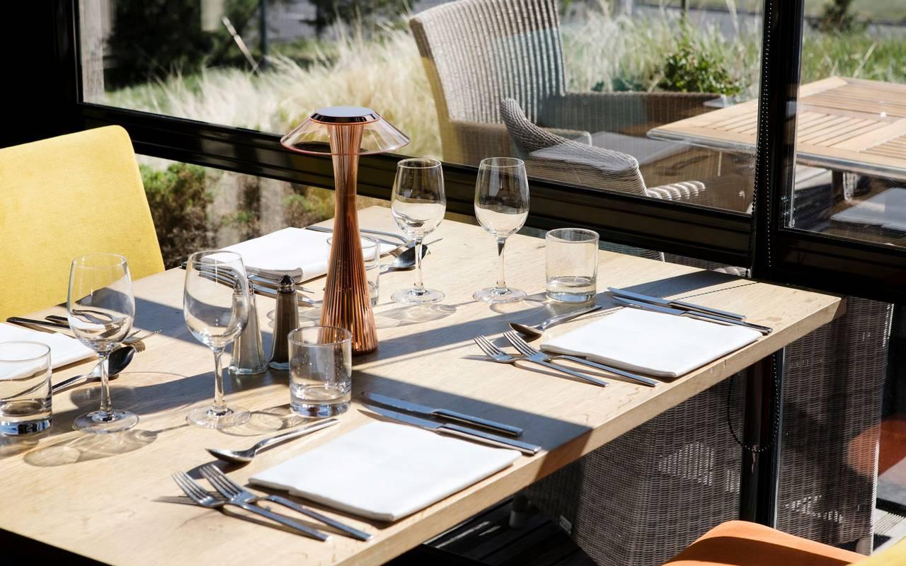 Table de restaurant - hotel perignat les sarlieve