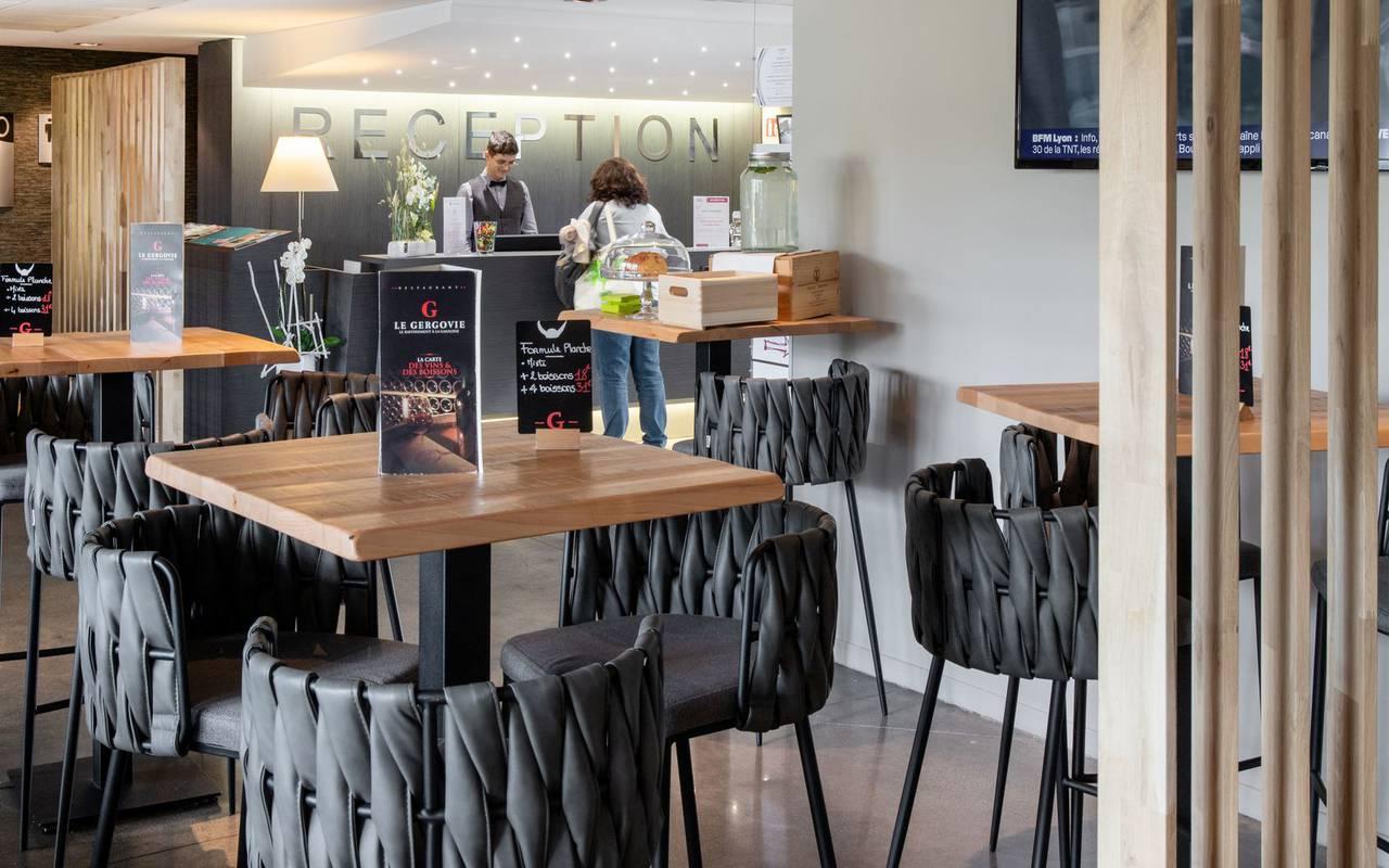 Réception et bar - restaurant le gergovie