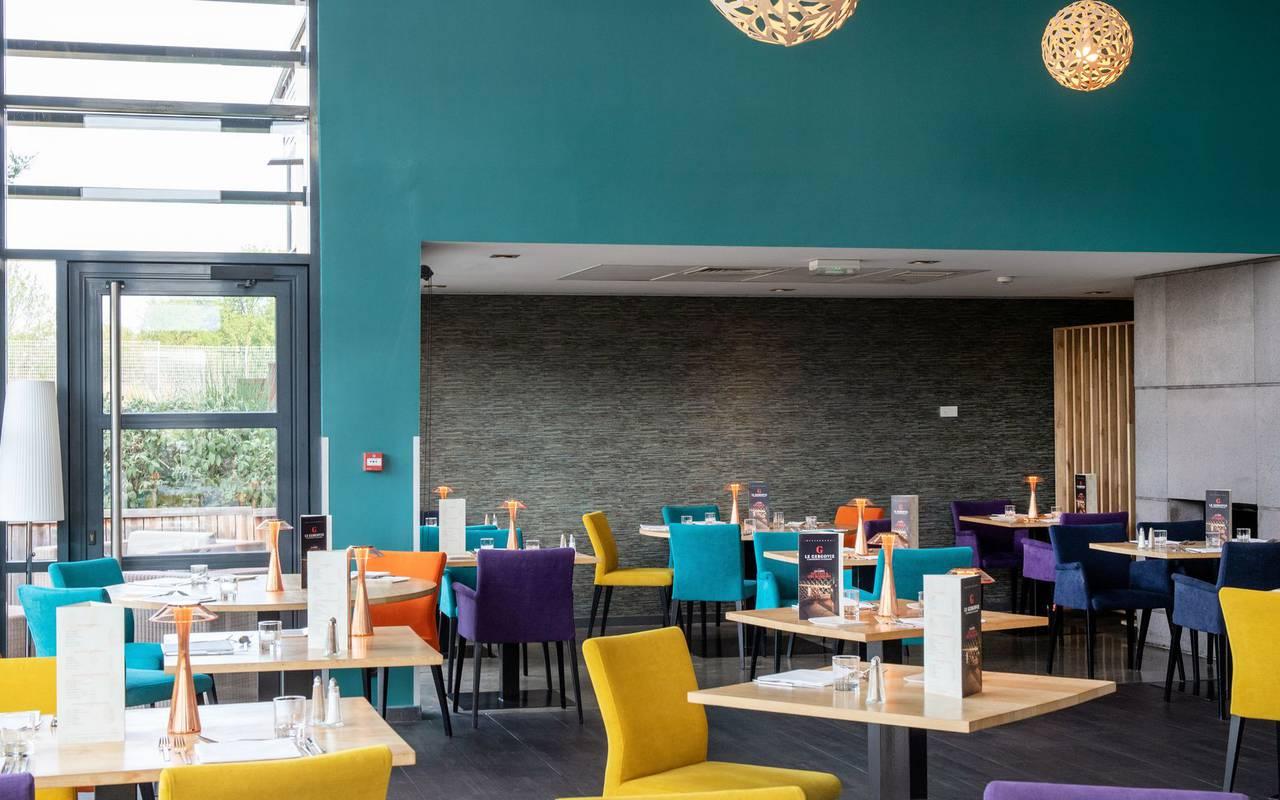 Salle de restaurant - hotel perignat les sarlieve